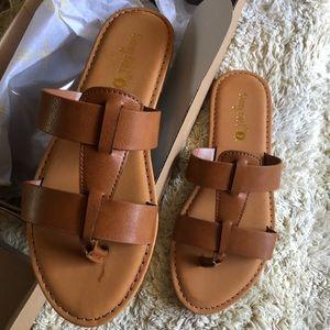 New trendy cognac vacation sandals